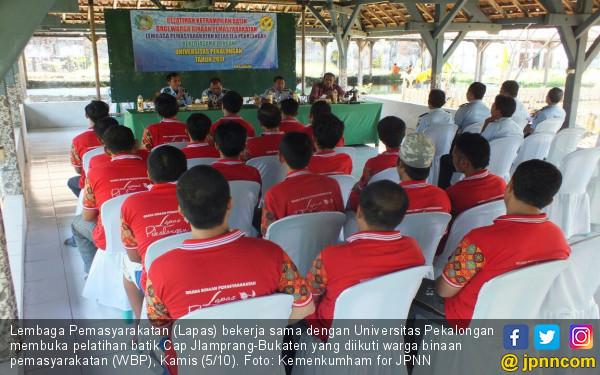 Warga Binaan Lapas Pekalongan Ikut Pelatihan Membatik - JPNN.COM