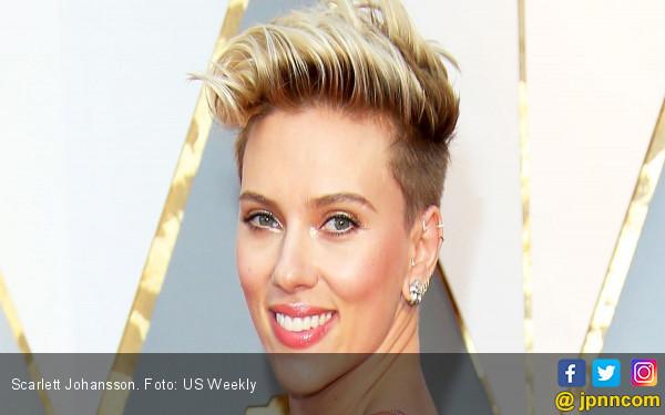 Putus dari Wartawan, Scarlett Johansson Digaet Penulis SNL - JPNN.com