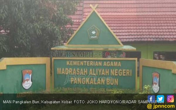 Mangkir dari Hukuman, 6 Siswa Ditampar Guru - JPNN.COM