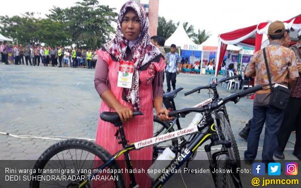 Tidak Hafal Pancasila, Rini Tepuk Lengan Presiden Jokowi - JPNN.COM