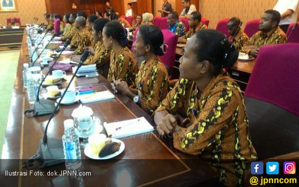 Ingat Guru Honorer di Sorong, Politikus Gerindra Ini Mewek - JPNN.COM