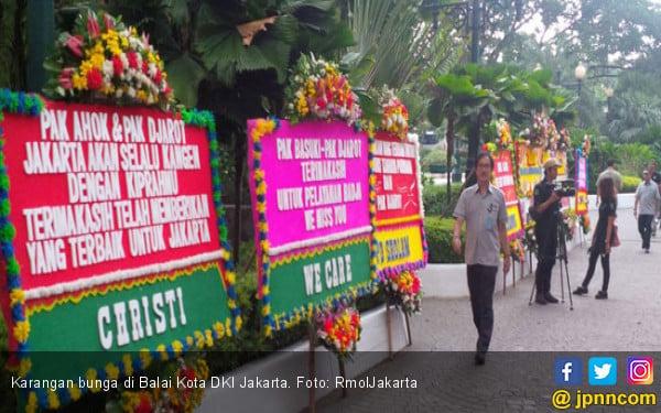Balai Kota Penuh Bunga, Pendukung Anies: Ahoker Sakit Lagi - JPNN.COM