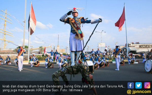 KRI Bima Suci dan Taruna AAL Pukau Warga Port Said - JPNN.COM