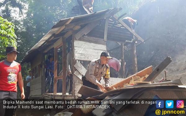 Bripka Maihendri Bedah Rumah Warga Miskin dari Uang Tabungan - JPNN.COM
