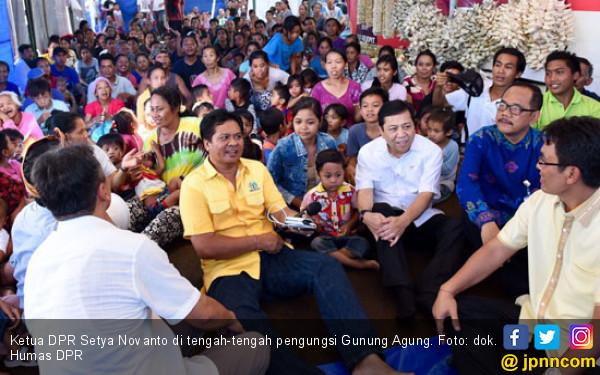 Setya Novanto Kunjungi Pengungsi Gunung Agung - JPNN.COM