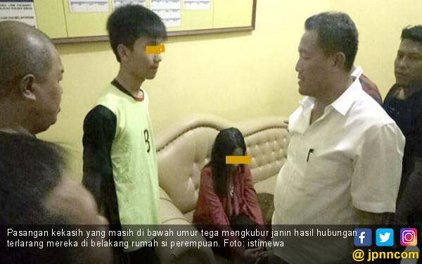 Dua Sejoli Ketahuan Kubur Janin di Belakang Rumah si Cewek - JPNN.COM