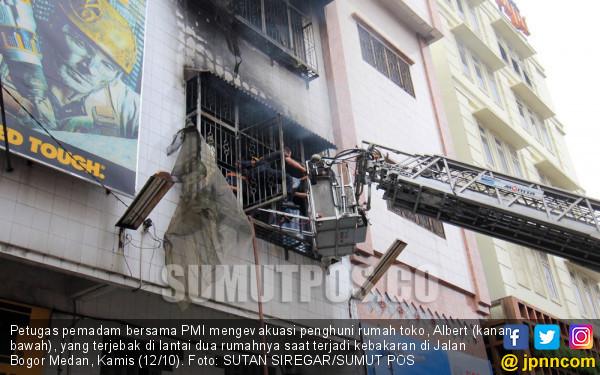 Terjebak Dalam Kebakaran, Ayah Tewas, Dua Anaknya Sekarat - JPNN.COM
