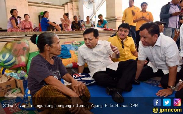 Setya Novanto Berbagi Sukacita dengan Pengungsi Gunung Agung - JPNN.COM
