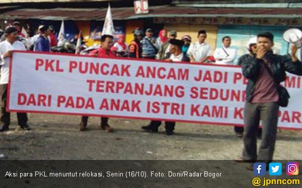 PKL Puncak Ancam jadi Pengemis Terpanjang di Dunia - JPNN.COM