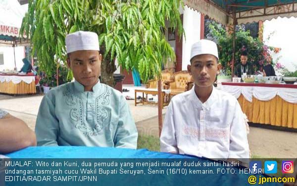 2 Pemuda Jadi Mualaf di Depan Wakil Bupati - JPNN.COM