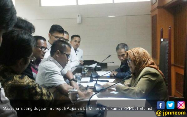 KPPU Hadirkan Saksi Aqua yang Menurunkan Status Toko - JPNN.COM