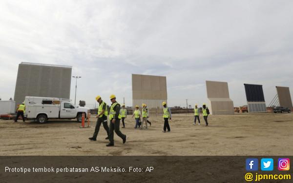Trump Batal Comot Dana Bencana untuk Bangun Tembok - JPNN.COM