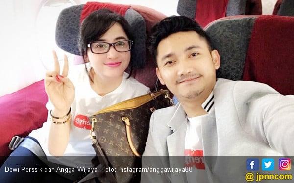 Suami Dewi Perssik Berkata Kasar Kepada Petugas Transjakarta - JPNN.COM