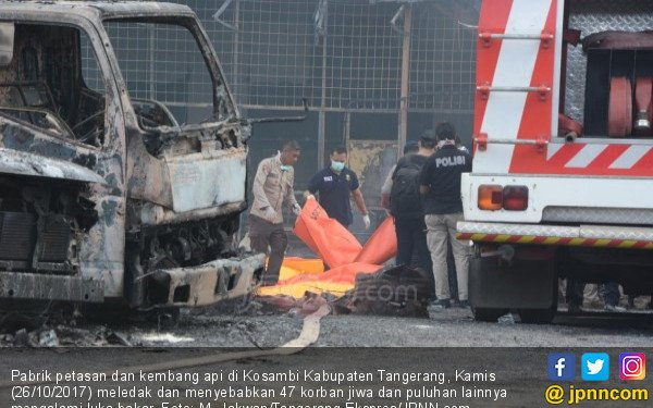 Beberapa Buruh Pabrik Petasan Lari, Api Masih Membakar Tubuh - JPNN.COM