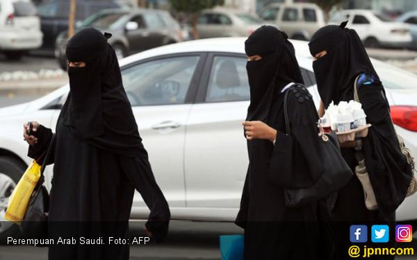 Larangan Mengemudi Dicabut, Perempuan Saudi Merasa Bebas - JPNN.COM