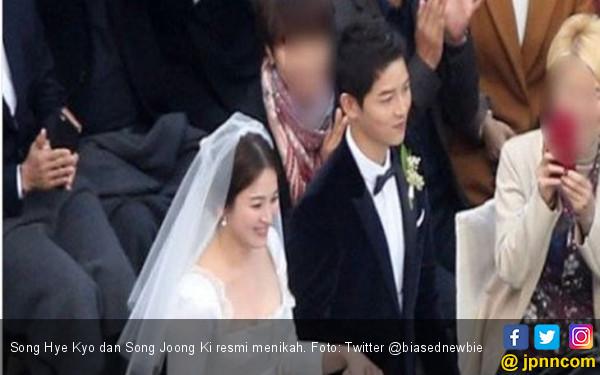 Ciuman Malu-Malu SongSong Couple di Atas Altar - JPNN.com