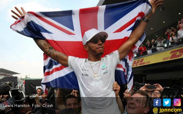 Lewis Hamilton Masih Berburu Gelar di Brasil dan Abu Dhabi - JPNN.COM