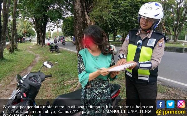 Perempuan Cantik Rambut Terurai Gagal Merayu Polantas - JPNN.COM