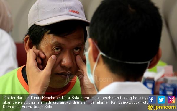 Jelang Pernikahan Kahiyang Ayu, Tukang Becak Dites Kesehatan - JPNN.COM