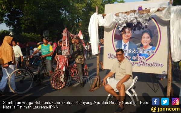 Warga Solo Rebutan Foto dengan Kahiyang dan Bobby - JPNN.COM