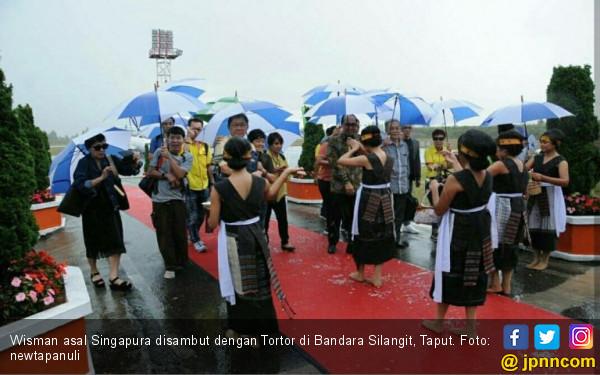 Punya 10 Paket Wisata Murah, Danau Toba Diserbu Wisman - JPNN.com