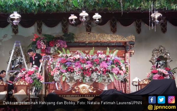 500 Tangkai Bunga Cantik Di Pelaminan Kahiyang Bobby Kemenkumham