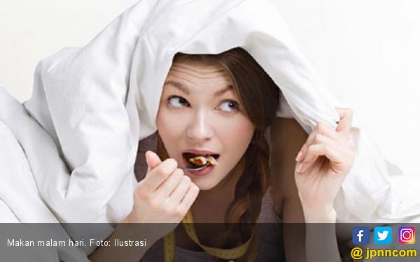 Jangan Makan Sebelum Tidur! Ini Bahayanya Bagi Tubuh - JPNN.COM