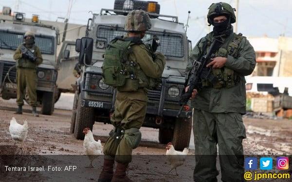 Mencekam, Kendaraan Lapis Baja Israel Serbu Desa Palestina - JPNN.com