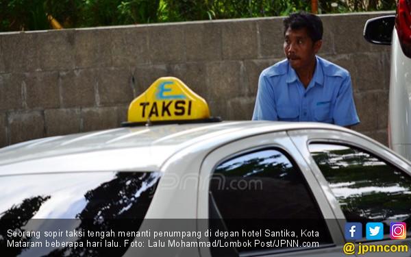 Derita Sopir Taksi Konvensional Ini Bikin Sedih Banget - JPNN.COM