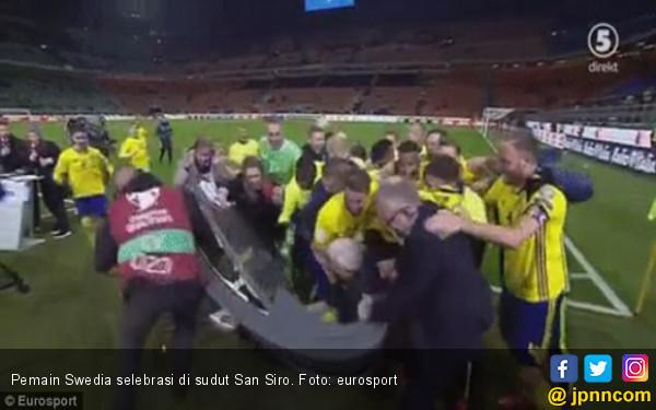 Lihat Selebrasi Heboh Pemain Swedia Usai Singkirkan Italia - JPNN.COM