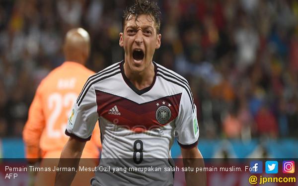 Pemain Timnas Jerman, Mesut Ozil yang merupakan salah satu pemain muslim. Foto AFP