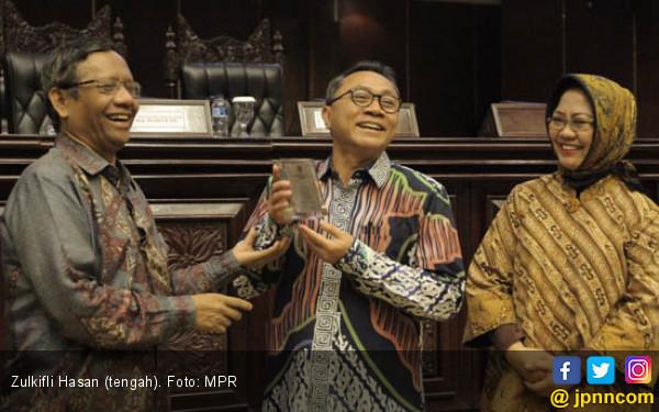 Zulkifli Hasan Minta Alumni HMI Tak Tinggalkan KPK - JPNN.COM