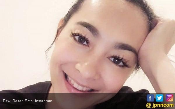 Dewi Rezer Hindari Menu Santan untuk Kulit Bersinar - JPNN.COM