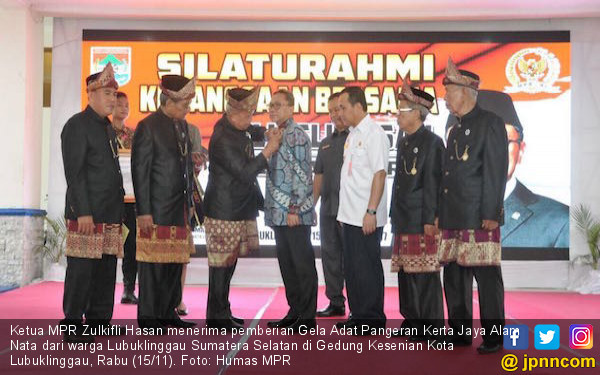 Pangeran Gelar Adat Lubuklinggau Untuk Zulkifli Hasan - JPNN.COM