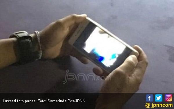 Takut Foto Panas Disebar, Titi Transfer Uang Belasan Juta - JPNN.COM