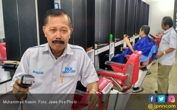 Tukang Cukur Langganan Habibie, Sekali Datang Dikasih...Hmmm - JPNN.COM