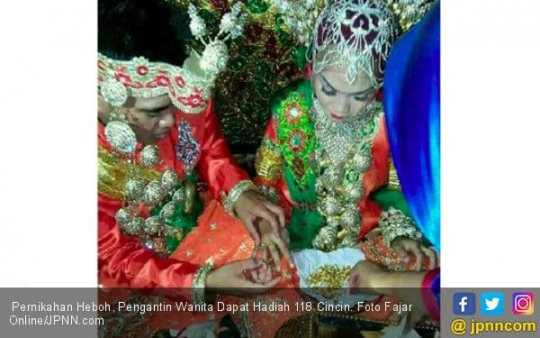 Pernikahan Heboh, Pengantin Wanita Dapat Hadiah 119 Cincin - JPNN.COM