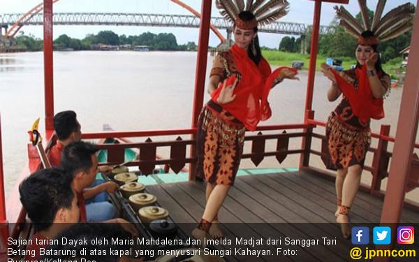 Menyusuri Kecantikan Sungai Mahakam, Ditemani Tarian Dayak - JPNN.COM