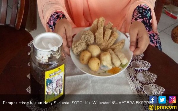 Neny Jualan Pempek Crispy, Omzet Bisa Rp 50 Juta per Bulan - JPNN.COM
