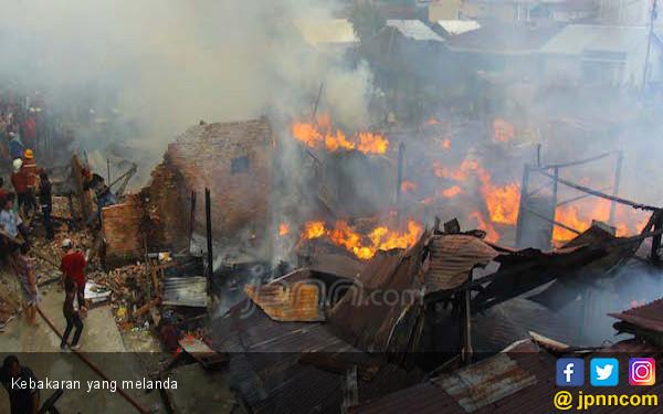 Rumah Driver Ojol Terbakar, Uang Tabungan Hangus - JPNN.com