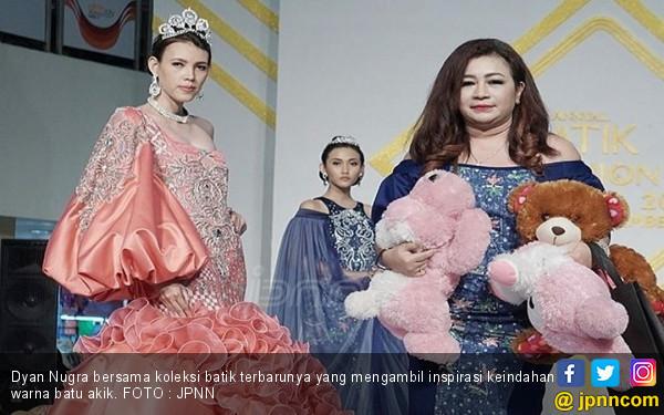 Inspirasi Gaun Batik dari Keindahan Warna Akik - JPNN.COM