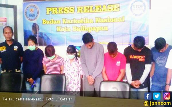 Ibu Pesta Sabu Sambil Bawa Balita - JPNN.COM