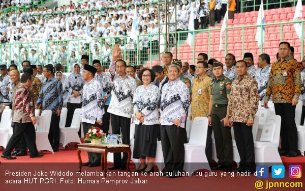 Jokowi Tak Suka Guru Dibebani Urusan Administrasi - JPNN.COM