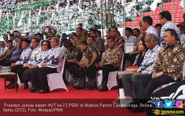 Jokowi Tidak Akan Pernah Menyetop Tunjangan Profesi Guru - JPNN.COM