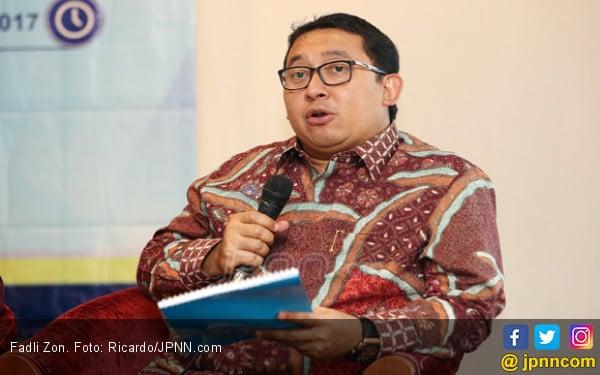 Ini Kata Fadli Zon soal Larangan Pemasangan Foto Bung Karno - JPNN.COM