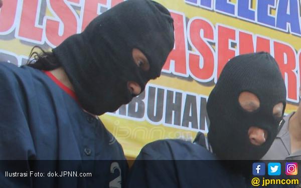 2 Pembunuh Bos Emas Diterjang Peluru, Ambruk - JPNN.COM