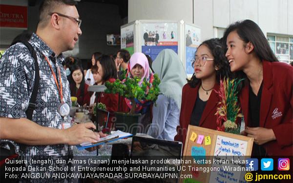Ujian Akhir Semester Mahasiswa Berbentuk Expo - JPNN.COM