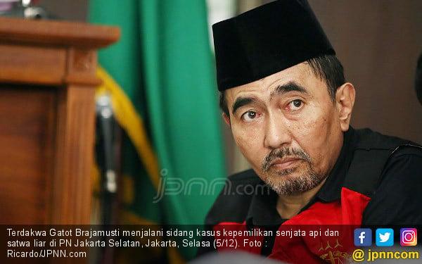 Gatot Brajamusti Mewek di Pengadilan - JPNN.COM