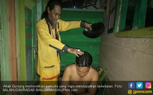 Mandi Kebal, Abah Gunung Ungkap 2 Jenis Ritual - JPNN.COM