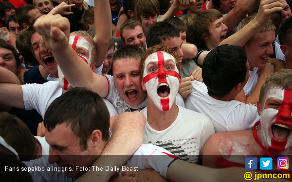 Fans sepakbola Inggris. Foto: The Daily Beast
